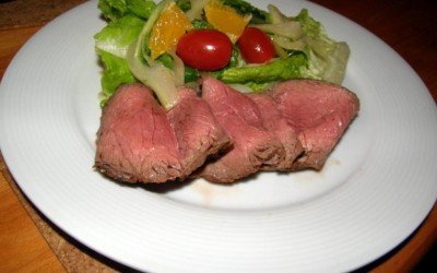 """Salát z karamelizovaného fenyklu a """"rostbeef"""" z vyzrálého krku"""