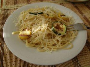 Lehce pikantní špagety s cuketou ...