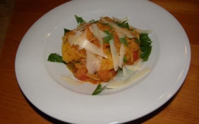 Špagetová dýně s rajčaty