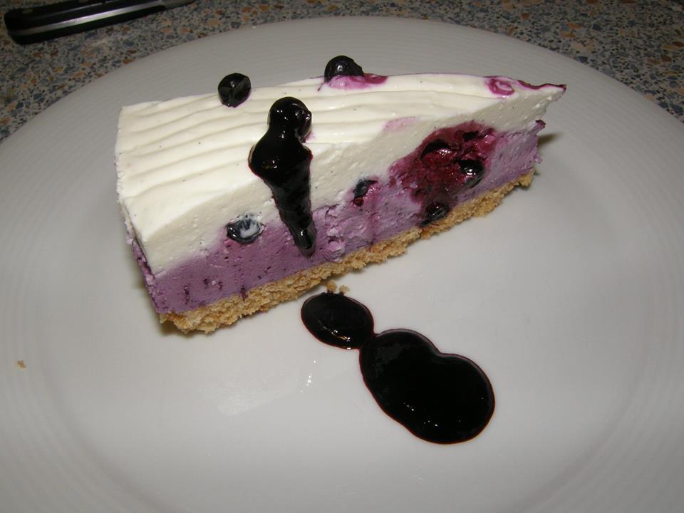 Borůvkový cheesecake s borůvkovým coulis