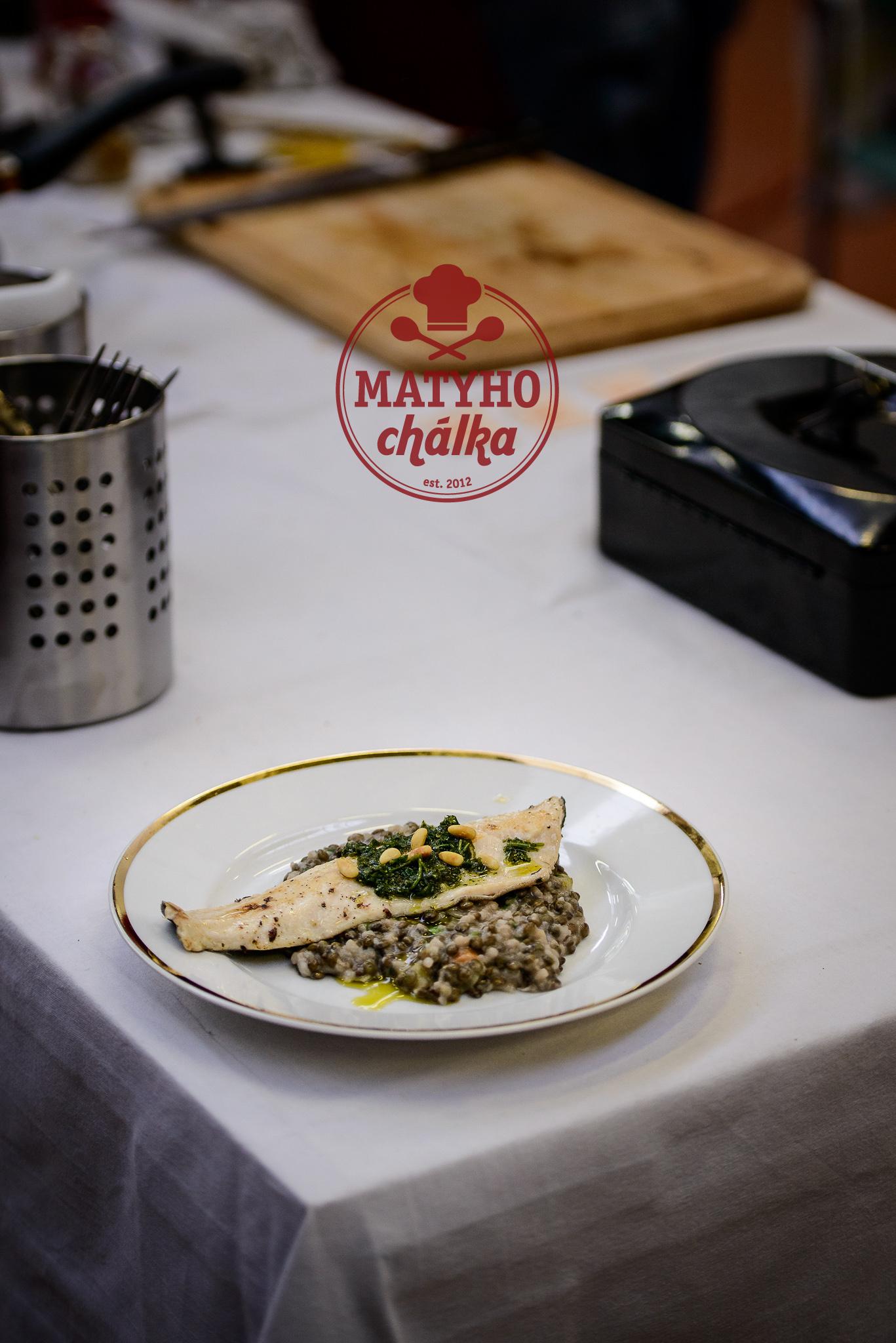 Pstruh již na talíři - jako vždy na fotku zbyl asi nejhorší talíř co jsme sebou měli :)