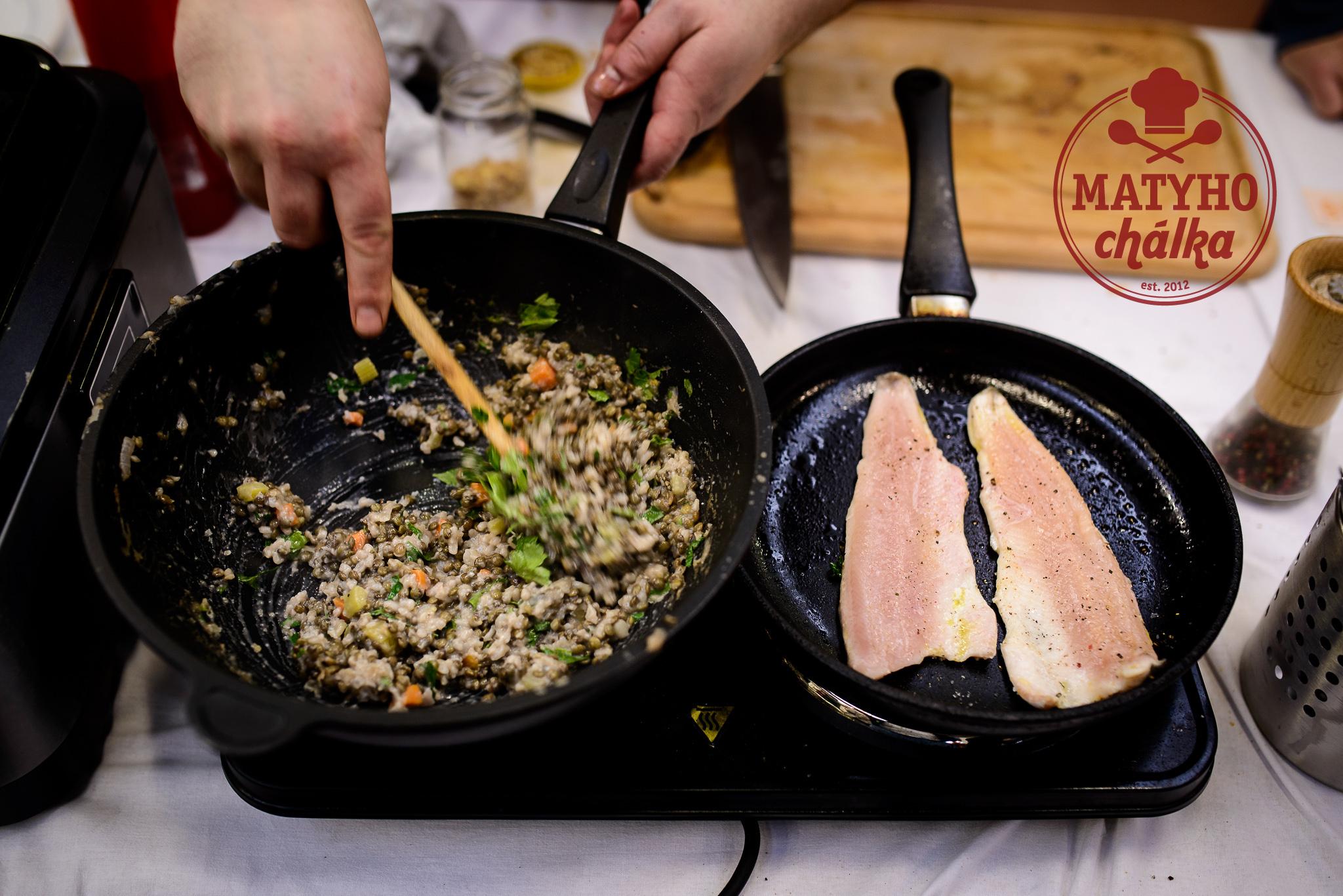 příprava čočkového pilafu a fílátka ze pstruha