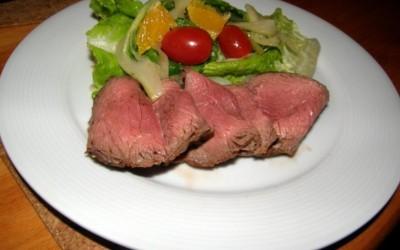 "Salát z karamelizovaného fenyklu a ""roastbeef"" z vyzrálého krku"